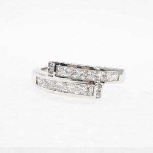 Fancy cz ring แหวนเพชรสวิส เพชรcz แหวนแฟนซี โรงงานผลิตเครื่องประดับเพชรสังเคราะห์ F101